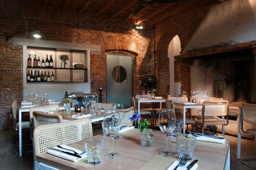 il ristorante di un posto a milano